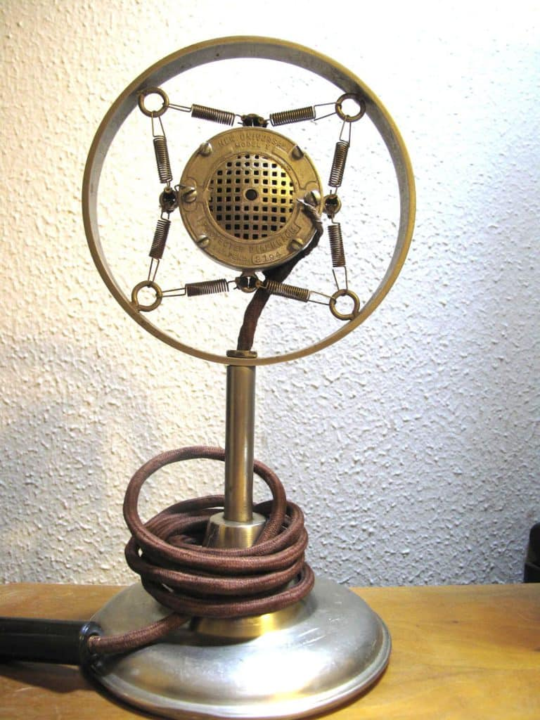 Carbon microphone